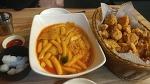크리스피순살치킨을 떡볶이 국물에 찍어먹는 치떡맛집 '더바스켓'