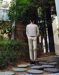 [남자 올화이트 패션 따라잡기 2탄] 블랙 앤 화이트 코디 : 남자 스트라이프 티셔츠 코디 (넣어입기)