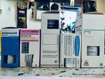 스페인 약국에서는 왜 약 상자를 뚫어서 줄까?