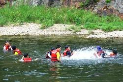 무주 호롱불 마을, 뗏목 체험과 투명 카누 타기 어때요?
