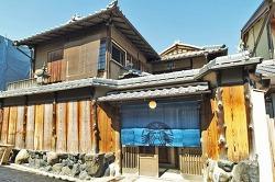 '다타미' 스타벅스, 교토에 오픈 清水寺そばに畳敷きのスタバ 世界初、30日開業 : VIDEO