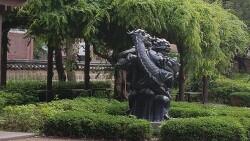 남아있는 청룡상이 새롭고 그 추억이 아름답다.