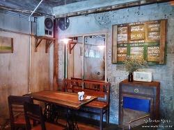 한국인들로 가득찬 베트남 다낭 콩카페, 빈티지한 분위기 좋다.