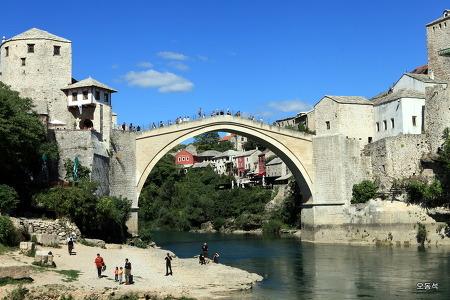 아름다운 다리와 평화의 도시 모스타르