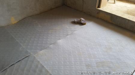 전원주택전문 이디포의 층간소음재위 난방코일깔고 바닥몰탈타설공사사례