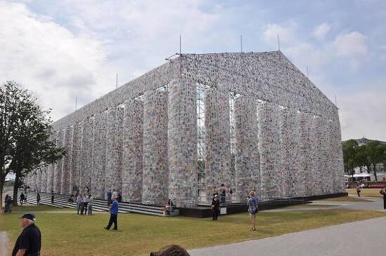 판매 금지된 책 10만 권으로 만든 파르테논 신전