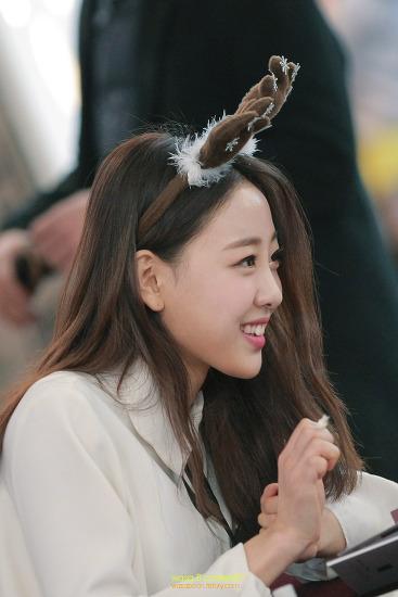 쌀쌀한 월요일아침은 과즙향 터지는 소녀로~ 이달의 소녀 이브(Yves) 팬사인회 김포공항 롯데몰