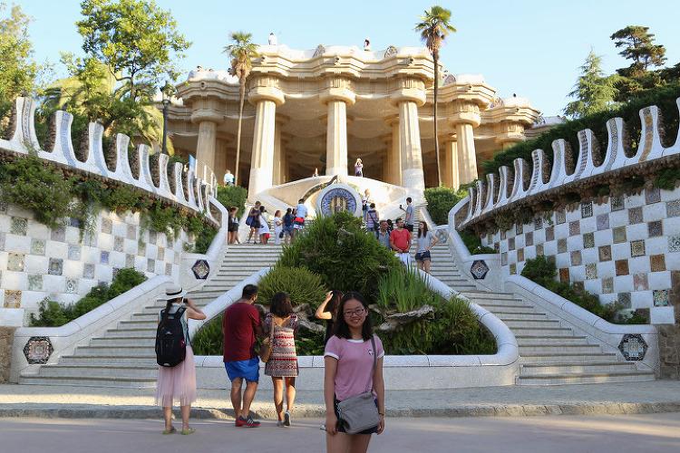 모자이크 도마뱀 조각으로 유명한, 가우디가 설계한 바르셀로나의 명소인 구엘 공원(Park Güell)