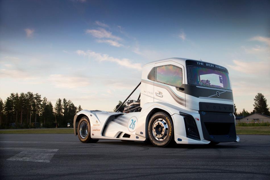볼보의 아이언 나이트, 세계에서 제일 빠른 트럭