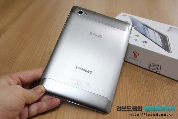 갤럭시탭 7.7 LTE 뒷면 디자인