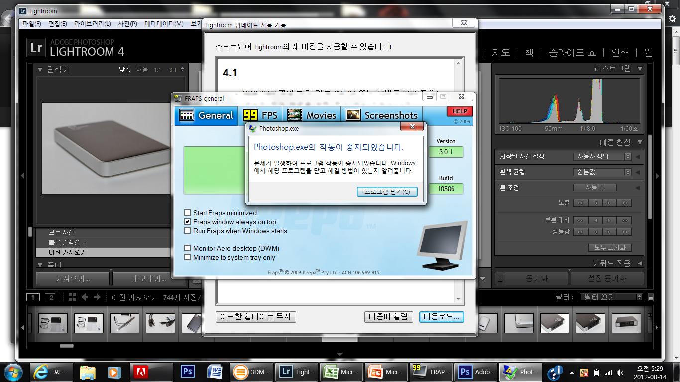 스펙터XT 단점, 스펙터XT 장점, 스펙터 XT 단점, 13-3011TU, ENVY 스펙터XT, ENVY 스펙터XT 개봉기, HP울트라북, i5, i7, It, SpectreXT, SpectreXT 개봉기, SSD, 개봉기, 게임, 노트북, 단점, 리뷰, 발열, 베가스, 블레이드앤소울, 사용기, 스팩터, 스펙터 XT, 스펙터XT, 스펙터XT 개봉기, 스펙터XT 리뷰, 씨디맨, 엔비 스펙터XT, 울트라, 울트라북, 인코딩, 인텔 아이비브릿지, 자세한, 포토샵, 프리미어, 후기,스펙터XT 단점 장점 총평  HP ENVY 스펙터XT를 이번에는 총 평가를 해보려고 합니다. 평상시에도 계속 활용해보고 사용해보면서 느낀점을 통해서 스펙터XT 단점과 장점에 대해서 정리를 해보죠. 구매전에 있는 분들에게는 아마도 선택에 있어서 큰 도움을 받을 것이라고 확신을 합니다. 저는 많은 노트북을 사용해보면서 테스트를 많이 해봤는데요. 그러다보니 각 노트북마다의 장점 단점이 정리가 어느정도는 되더군요.  제가 노트북을 다른분께 권해줄 때에는 용도에 맞게 구매를 하라고 꼭 말을 합니다. 웹서핑만 하는 사람에게 고성능의 노트북을 구매해서 괜히 무겁고 발열도 높고 높은 소음이 나는 제품을 쓰게 해서는 안된다는것이죠. 물론 반대의 경우도 마찬가지 입니다. 노트북은 한정된 공간에 자원을 활용하기 때문에 크기가 작으면 작은대로 성능과 휴대성에 영향을 받고 크면 큰대로 영향을 받습니다.  두께가 얇고 가벼우면서 배터리도 오래가고 화면도 선명하고 가격도 저렴한 그런 노트북이 있으면 좋겠으나, 없지요. 스펙터XT는 울트라북이라는 인텔에서 큰 취지로 시작하는 노트북 시리즈의 한 제품입니다. 배터리 시간을 늘리기 위해서 CPU의 TDP를 17W 이하로 제한하였으며, 휴대성을 위해서 두께를 제한하고 화면을 덮었을 때 최대절전의 사용으로 빠른 화면의 복귀, 사용성등 여러가지를 제안한 모델이죠.  스펙터XT는 처음봤을 때 상당히 인상적인 제품이었습니다. 디자인도 나름 잘 나온 느낌이었고 가격도 괜찮은 편이었기 때문이었죠. 제가 제일 관심 있는 부분은 소음과 안정성, 편의성이었습니다. 실제로 써보니 스펙터XT 단점이 될 수 있는 부분인데요. 웹서핑만 하는 상태에서도 팬이 계속 돌아가긴 합니다. 노트북에서 팬은 강제대류를 일으키는 장치 입니다. 공기를 이동시켜서 열을 떨어뜨리는 장치이죠. 그런데 팬은 대부분은 소모품입니다. 오랫동안 사용하면 팬의 수명이 떨어지는 부분도 분명 발생하고, 히트싱크에 먼지가 끼어 열이 떨어지지 않아서 성능하락이 생기는 요인이 되기도 하죠. 그래서 제 생각에는 울트라북이라면 팬이 아예 없으면 가장 좋겠지만 가장 이상적인것은 정말 필요할 때 외에는 팬이 동작하지 않아야 한다는 것 입니다.