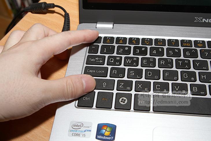 작업관리자 단축키, 컴퓨터, 튜닝, 컴퓨터 배우기, IT, 작업관리자, 서비스, 성능, 네트워킹, 사용자, 프로그래스바,작업관리자는 응용프로그램을 강제로 닫거나 점유율을 조정할 때 도 쓰이고 성능이나 서비스등을 제어할 때도 쓰이죠. 네트워크 및 CPU , 메모리등의 자원을 확인하는 용도로도 쓰입니다. 작업관리자를 띄우는 방법은 몇가지가 있는데요. 단축키를 이용하는 방법과 마우스를 활용하는 방법등이 있습니다. 쉽게는 Ctrl + Alt + Del 키를 누른뒤 작업관리자를 띄울 수 도 있고, 시작바에 마우스 우측 버튼을 누른 뒤 작업관리자 시작을 눌러도 됩니다. 더 쉽게는 Ctrl + Shift + ESC 를 눌러서 바로 띄울 수 있습니다.