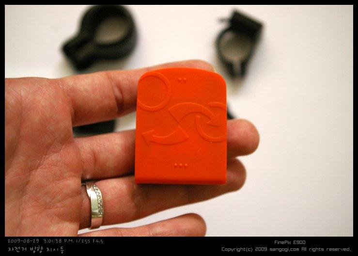 컨트롤러의 모습과 작은 크기