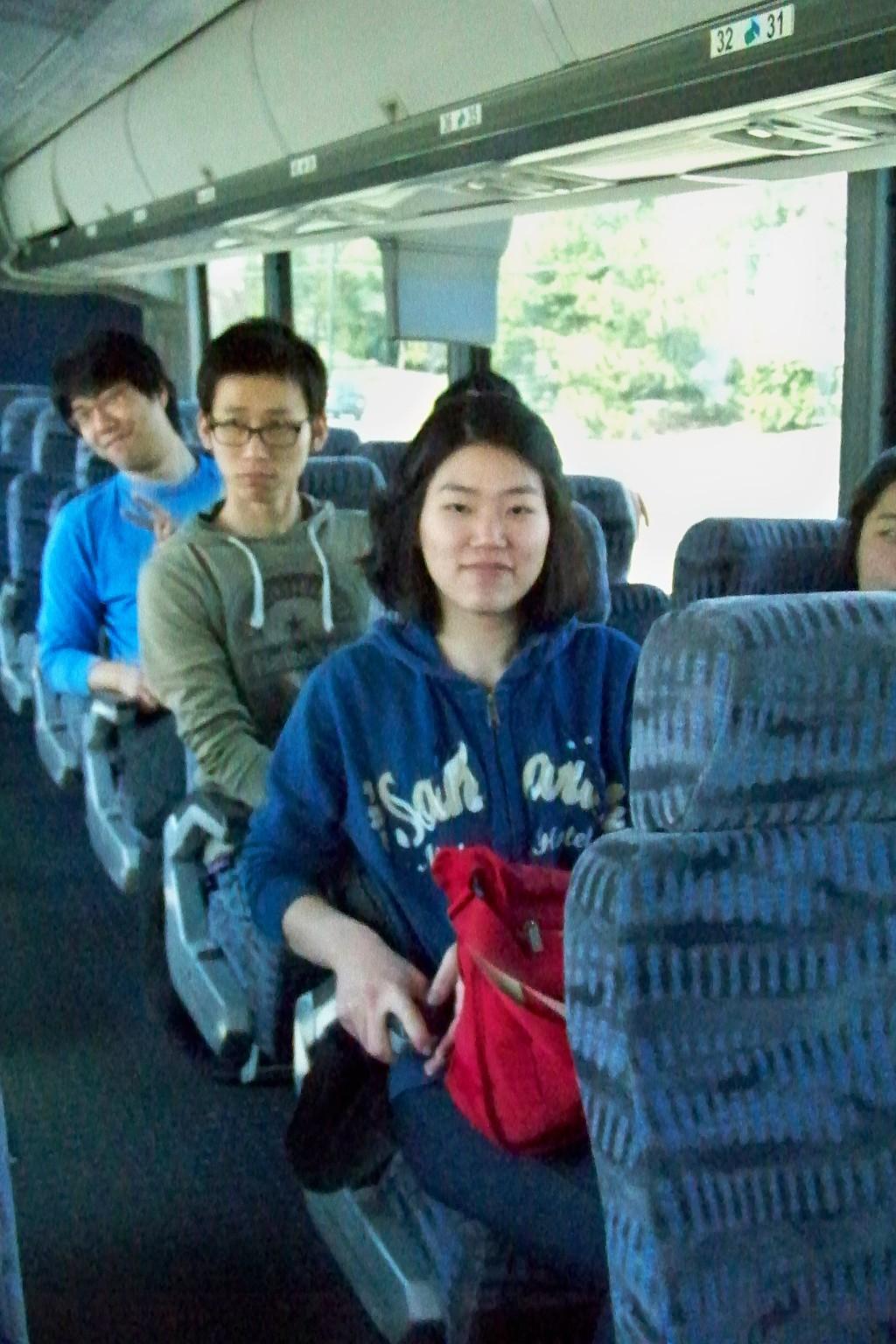 버스로 이동 중 입니다
