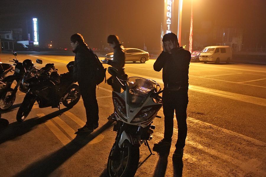 바이크로 달리자 - 야간 유명산 투어 : 200F6D3D4F66909A25A925
