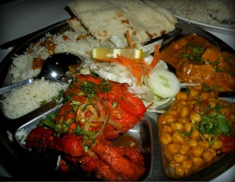 인도의 요리,난 달 로티 탄두리치킨...