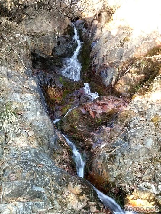 월평공원 도솔산의 작은 폭포 사진