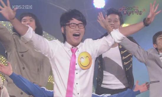 <개그 콘서트>의 <봉숭아학당>에 나오는 행복 전도사