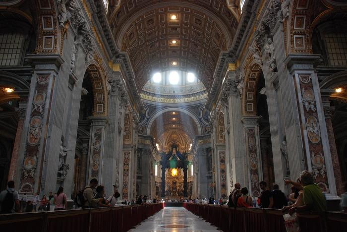 성 베드로 대성당 Basilica of St. Peter 내부