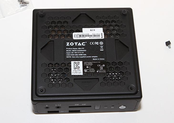 Xpenology 설치, NAS 만들기 ,ZOTAC ZBOX nano CI320,조텍,헤놀로지,해놀로지,IT,NAS 자작,Xpenology 설치 하기를 통해서 NAS 만들기를 해보도록 하겠습니다. ZOTAC ZBOX nano CI320를 이용해서 간단하게 만들어보고 저전력의 나만의 나스를 만들어보기로 하죠. NAS를 만드는 방법은 여러가지가 있습니다. 그중에서 활용이 좀 쉬운 것으로 설치해보죠. Xpenology 설치를 할 것인데요. Xpenology는 NAS의 명품이라고 하는 시놀로지의 추출버전입니다. 불법으로 사용하는것이긴 하지만 시놀로지에서 특별히 대응을 하고 있진 않아서 많은 유저들이 사용을 하고 있긴 합니다. 시놀로지의 인터페이스를 그대로 활용할 수 있기 때문에 사용이 편리하다는 장점이 있는데요. ZOTAC ZBOX nano CI320에 하드디스크와 램이 없는 버전을 준비 후 시스템을 구성하고 Xpenology 설치를 하는 방법을 배워보도록 하죠. 좀 많이 간단한데요. 실제로 따라해보면 더 간단합니다. 시놀로지 NAS를 써본적이 있는 유저는 오히려 더 쉬울겁니다.