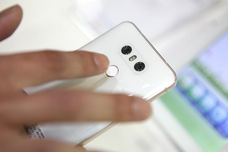 LG 페이, LG G6 ,시연 ,살펴보기 ,얼마나 ,편리해질까,IT,IT 인터넷,스마트폰은 누구나 들고 다닙니다. 이제는 지갑을 안들고 다니는데요. LG 페이 LG G6 시연 살펴보기를 하면서 얼마나 편리해질까 생활이 좋아질까 생각을 해 봤습니다. WIS 에서 살펴봤는데요. LG 페이는 LG G6 업데이트를 통해서 적용이 될 예정이고 앞으로 나올 스마트폰에 적용이 됩니다. 이전 스마트폰들도 될지도 모르겠네요. 퀵페이 기능 결제시 멤버쉽 카드 선택 기능이 가능 합니다.