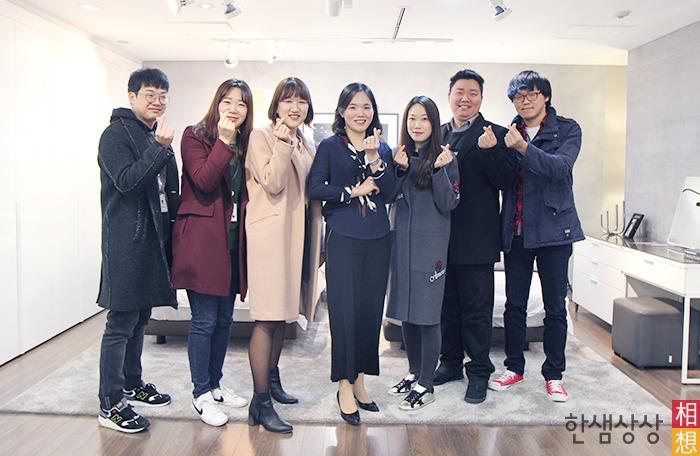 왼쪽부터 백승하 사원, 남유진 사원, 이수연 계장, 박소미 과장, 김보아 대리, 함효승 계장, 박재성 계장