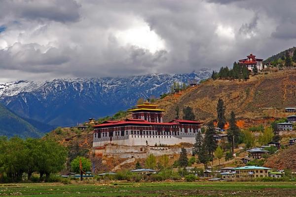 행복한 '은둔의 왕국' 부탄이 뿔난 까닭은