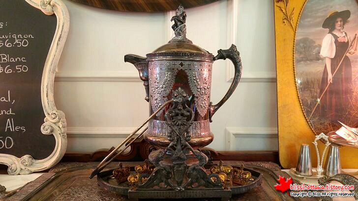 old_bronze_kettle