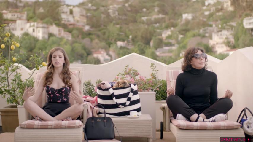 안나 켄드릭(Anna Kendrick)의 기묘한 모험! - 케이트 스페이드(Kate Spade)의 단편영화 '미스 어드벤처(Miss Adventure)' 에피소드2, '위대한 탈출(The Great Escape)'편 [한글자막]