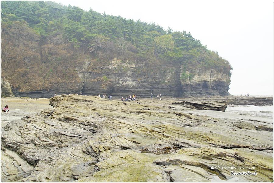 해안가의 이상한 바위지대 채석강