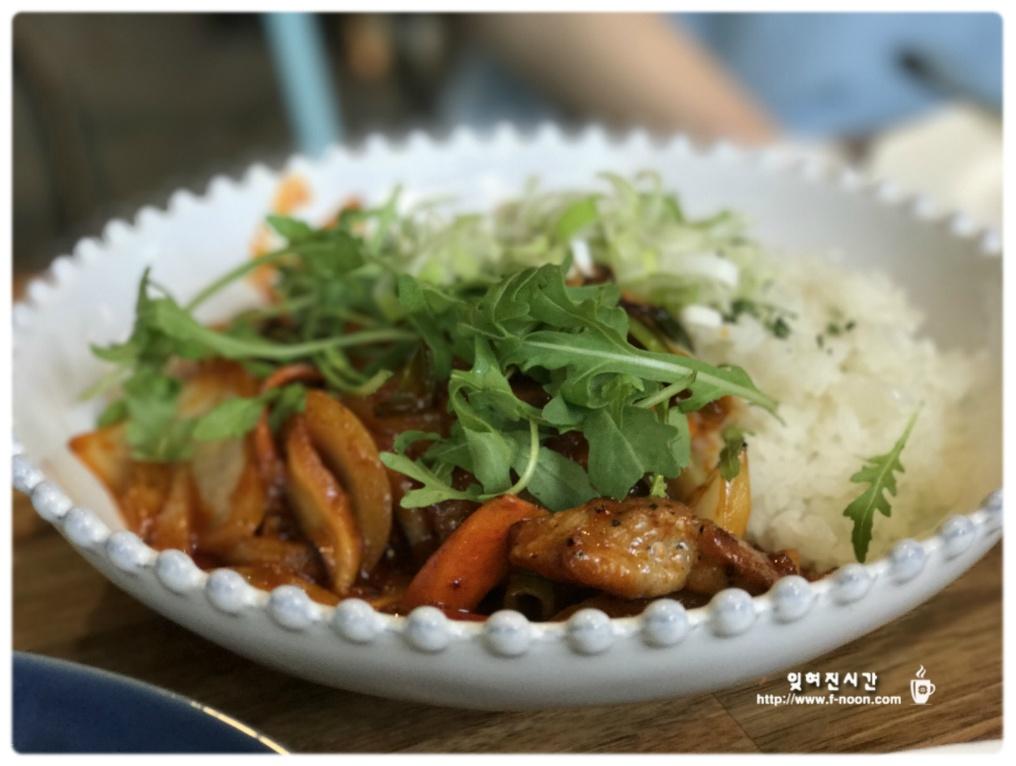만년동 점심특선 제육밥
