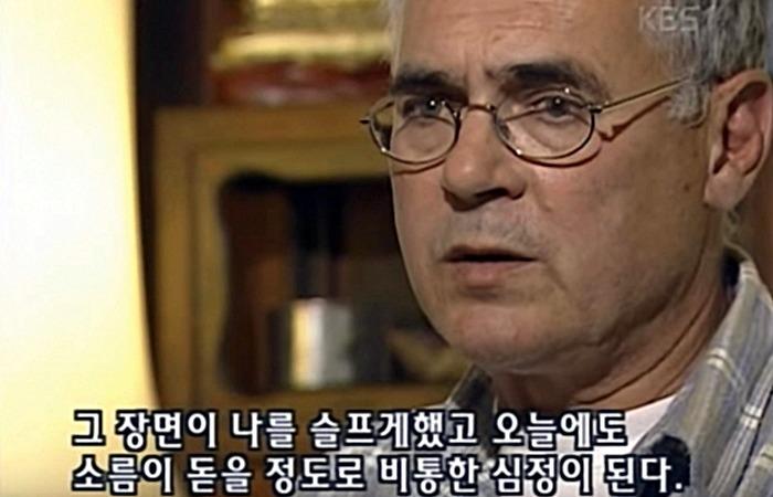사진: KBS와 인터뷰 중인 살아 생전의 힌츠페터. 그는 광주에서 받은 상태 때문에 5.18 민주화운동을 잊지 못하고 있으며, 죽으면 한국에 묻히고 싶다는 유언을 남기기도 했다. 이것이 영화 택시운전사 실화이다. [위르겐 힌츠페터와 김사복]