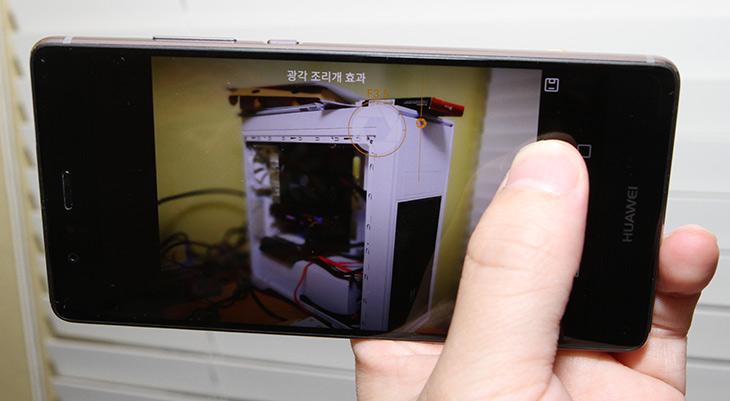 카메라 기능, 디자인, 돋보인, 화웨이 P9 ,개봉기,IT,IT 제품리뷰,모바일,사용 할 수 록 맘에 들었는데요. 선입견을 놓고 일단 보죠. 카메라 기능과 디자인이 돋보인 화웨이 P9 개봉기를 보여드릴려고 합니다. 구성품도 살펴보고 카메라 기능과 몇몇 괜찮았던 기능을 소개 합니다. 이 제품은 P9와 P9 Plus 두가지 모델이 있습니다. 이번에 소개하는 제품은 P9 입니다. 두모델은 화면이 다른 부분때문에 약간 차이가 있습니다.