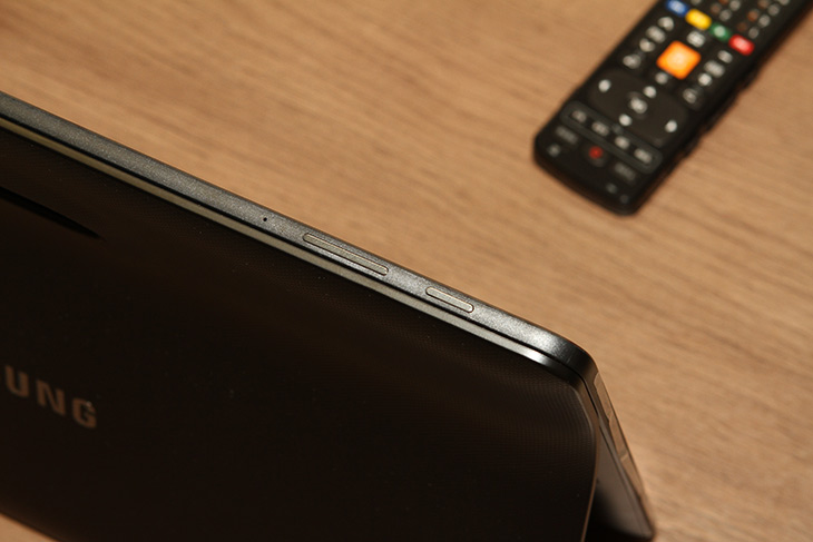갤럭시뷰 ,리뷰 ,SM-T677NL, 큰 ,디스플레이, 장점,IT,IT 제품리뷰,요가 하는 모습을 보다가 더 크게 보라며 세워놓는 태블릿 기억하시죠. 그 제품에 대해 알아보죠. 갤럭시뷰 리뷰 SM-T677NL를 통해서 큰 디스플레이 장점에 대해서 알아보도록 할텐데요. 보통 집에서 스마트폰을 더 많이 사용하는데요. 가끔은 식탁이나 특별한 장소에서 조금 더 큰 화면으로 보고 싶을 때가 있습니다. 갤럭시뷰 사용성은 그럴 때 빛을 냅니다. 큰 화면 덕분에 뭘 하더라도 화면이 시원시원 하네요. LTE 비디오 포털과 유튜브 등 원하는 영상을 좀 더 크게 재미있게 볼 수 있었습니다.