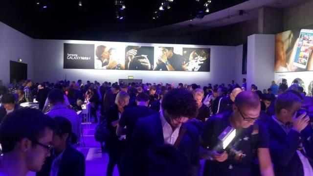 갤럭시노트4 디자인, 갤럭시노트 엣지 디자인, 삼성VR 디자인, 기어S, 삼성 언팩 2014 에피소드2 현장, 갤럭시노트4, 갤럭시노트 엣지, 삼성 언팩, 갤럭시노트4 언팩, 갤럭시노트4 발표,