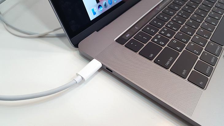 엠에스텍, 나우 케이블 ,USB C to USB C 케이블 ,썬더볼트3 ,대응,NOW,10Gbps,IT,IT 제품리뷰,그동안 많은 분들이 물어보셨던 케이블 소식입니다. 드디어 정식 출시가 되었네요. 엠에스텍 나우 케이블 USB C to USB C 케이블 썬더볼트3 대응하는 제품이 정식으로 나왔습니다. 정품 케이블을 빠르게 구해서 정보를 올려봅니다. 엠에스텍 나우 케이블 USB-C 케이블은 USB 3.1 Gen2를 지원하며 썬더볼트3에도 대응하는 케이블 입니다. 케이블 내부에 실제로 16가닥의 케이블이 들어가는 해외에서도 아직 없는 엄청난 스펙의 케이블입니다.