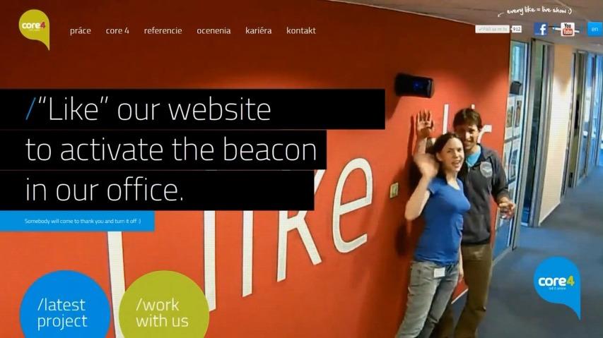 '좋아요'를 누르면, 직원들이 실시간으로 카메라를 향해 감사인사를 전한다! - 슬로바키아의 광고대행사 코어4(Core4), 웹사이트의 실시간 웹캠을 활용한 '좋아요(Like)' 신호등/사이렌 인터랙티브 바이럴 영상 [한글자막]
