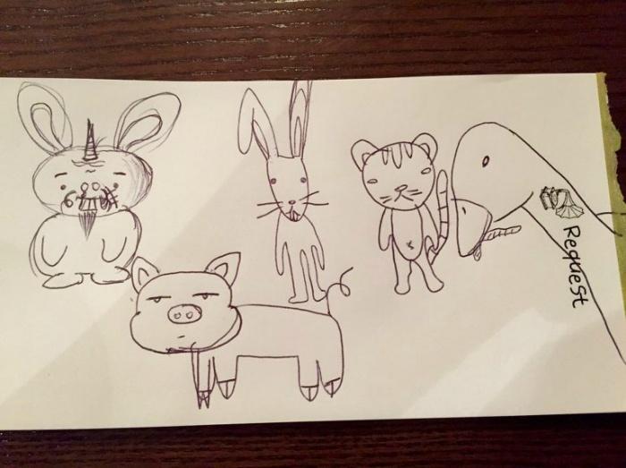 커피안에서 그린 동물 그림