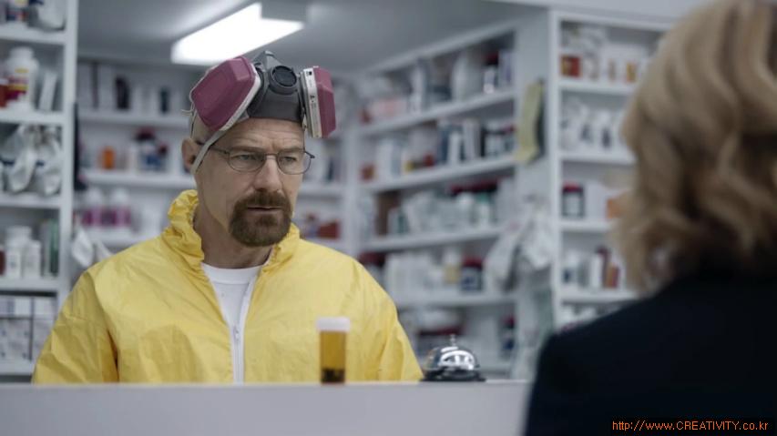 약국에서 만난 브레이킹 배드(Breaking Bad)의 마약제조범 월터 화이트(Walter White) - 이슈어런스(Esurance)의 브레이킹배드 패러디 TV광고 'Say My Name'편 [한글자막]