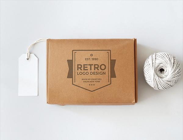 위로 뚜껑을 열어 올리는 박스 목업 PSD - Free PSD Cardboard Box Mockup