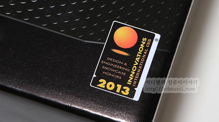 Reserator 3 MAX 사용기, 잘만 Reserator 3 MAX, 사용기, 후기, 튜닝, 개조, CPU쿨러, 일체형 수냉셋, 수냉쿨러, 수냉 쿨러, IT, 리뷰, 제품, 컴퓨텍스 2013, Reserator 3 MAX 사용기를 드디어 올리네요. 물론 출시 전부터 써보고 있었지만요. 이 제품 경우 컴퓨텍스 2013 때에도 가서 미리 봤던 제품이라 디자인 부분에 대해서의 엄청난 감동은 없었지만 직접 Reserator 3 MAX 사용을 해보니 느낀점이 상당히 독특한 형태의 쿨러라는 점과 쿨러성능이 꽤 괜찮다는 점 입니다. 소음도 전체적으로 많이 줄였다는 점이 괜찮았구요. 수냉 쿨러 경우 예전에는 전문가들만 사용하고 조립과 구성이 어려웠지만 최근에는 일체형화된 수냉셋이 많이 나와서 조립이 쉬운편입니다. Reserator 3 MAX 사용시에도 전원단자 2개의 선을 연결하고 CPU 소켓에 자켓을 장착하고 라디에이터 부분을 장착해주는것으로 설치가 끝나버립니다. 일체형 수냉셋의 경우 소음이 비교적 크다는 단점이 생기는데 최근에 일체형 수냉셋 경우 소음도 신경을 어느정도 쓰기 때문에 비교적 저소음에서 사용을 할 수 있습니다. 이 글에서는 Reserator 3 MAX 에 대한 외형 부분과 자켓의 발열부분 등만 확인해보고 다음글에서 좀 더 자세하게 성능글을 다뤄보도록 하겠습니다.
