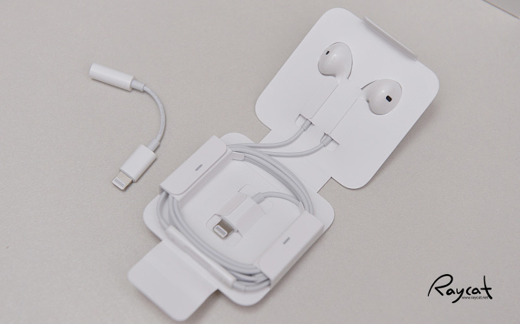 아이폰7 플러스 이어폰과 변환 케이블