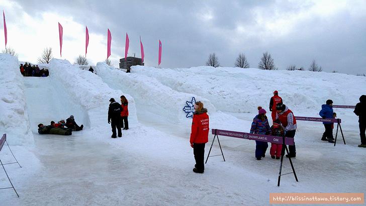 캐나다 겨울 축제 오타와 윈터루드 winterlude 미끄럼틀