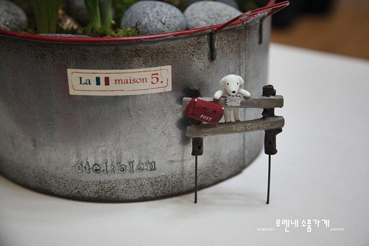화분에 꽂는 쁘띠 '가든픽' 귀여운 인테리어 소품7