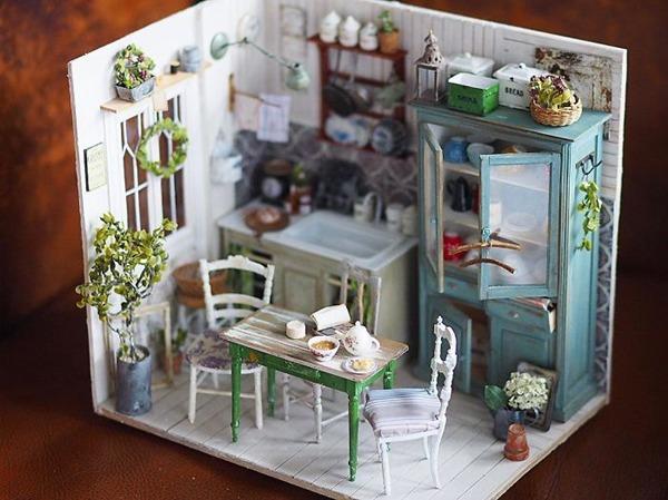 조리대와 식탁이 있는 주방