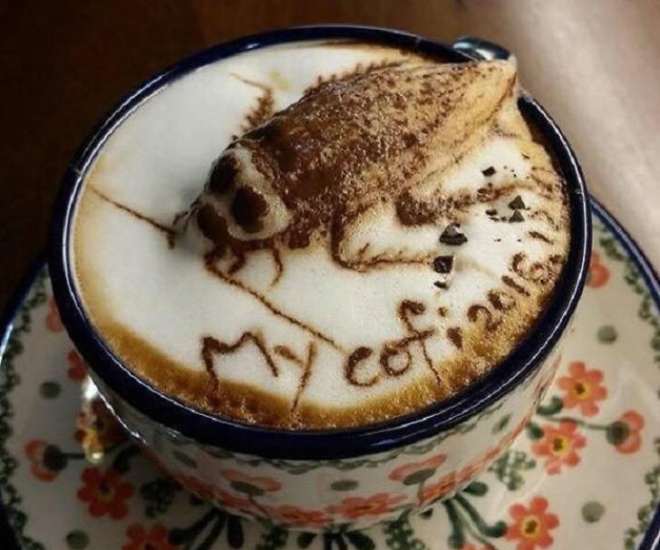 라떼에서 커다란 바퀴 벌레가 나온 대만의 한 카페