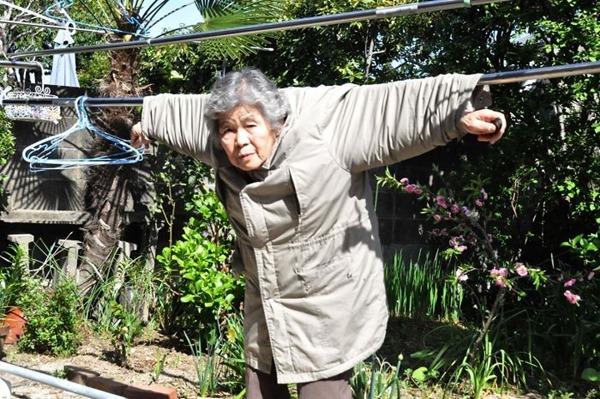 일본의 엽기 사진 전문 할머니1