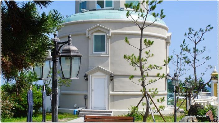 드라마 하우스 마당의 전망탑